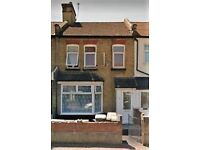 5 bedroom house with 2 bathrooms, garden and parking- Langton Road, E6 6AN - Furnished