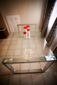 Glass dinning table from urban barn seats 4-6