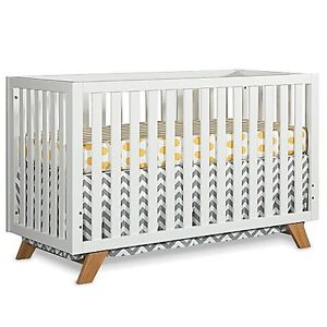 In search of modern looking crib in good condition
