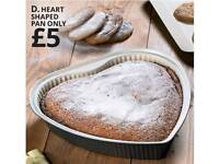 Ceramic coated heart shaped pan