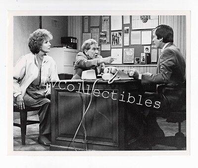 7x9 TV Press Photo GLORIA 1982 ~Jo DeWinter ~Burgess Meredith ~Sam Anderson
