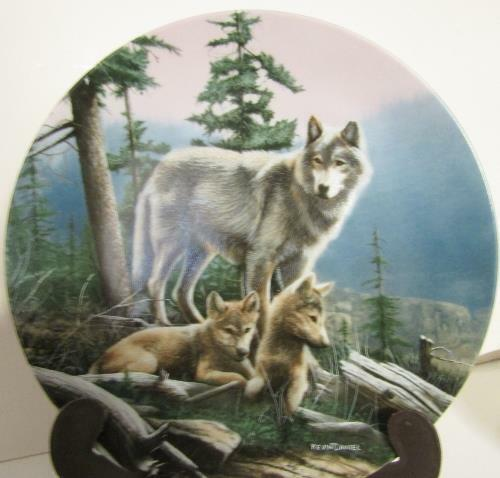 """FIRST OUTING"" (WOLVES) COLLECTOR PLATE by Kevin Daniel WOLF & PUPS  Bradex"