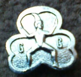vintage small girl guide badge