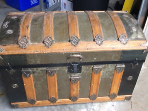 Antique/Vintage Dome Top Steamer Trunk with original insert