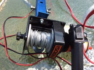 Treuil / Winch 12 volts 1500 lbs