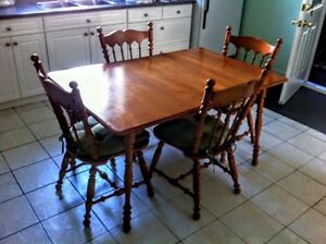 Solid Maple Dining room set / Hawkesbury