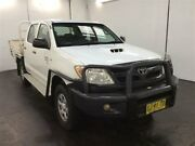 2005 Toyota Hilux KUN26R SR (4x4) White 5 Speed Manual Dual Cab Pick-up Cardiff Lake Macquarie Area Preview