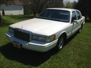Lincoln Town Car Cartier 1994 comme neuf