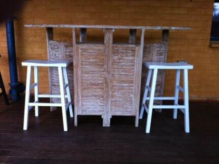 RUSTIC WHITE WOODEN BAR & STOOLS