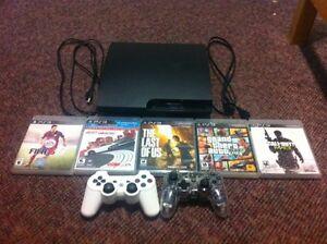 Playstation 3 Slim 150 GB, 5 Jeux, 2 Manettes
