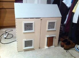 Doll's house - 4 rooms - no furniture - good condition
