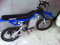 Great condition - Mongoose CX24V200 Electric Moto *** 225$