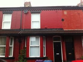 3 bedroom house available August Road L6 4DE