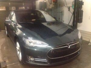 2014 Tesla Model S P85D Sedan