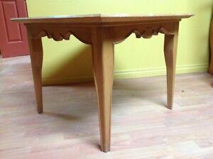 Table carré en bois