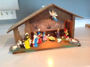 VINTAGE WOODEN STABLE NATIVITY / CRECHE / MANGER - made in Italy