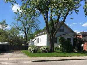 Large 4+1 Bdrms Whole House for Rent