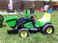 Tracteur PegPerego à batteries