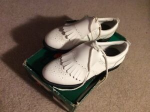 NEW SIZE 7 WHITE GOLF SHOES ( GREAT X-MAS PRESENT )
