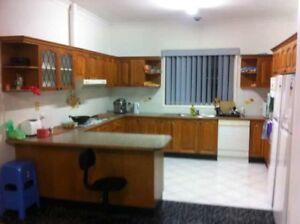 Location Guildford big room for rent 170P/WK 6 mins walk be m. Mi