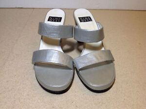 Silver leather stacked heel Nine West wide strap sandals size 8 Cambridge Kitchener Area image 3