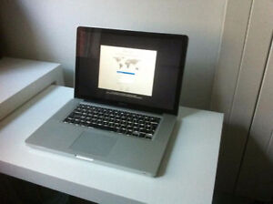 Macbook Pro 15 inch i7 8GB 500GB & Applications must SEE!