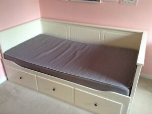 SINGLE BED THAT PULLS OUT TO DOUBLE PLUS DESK