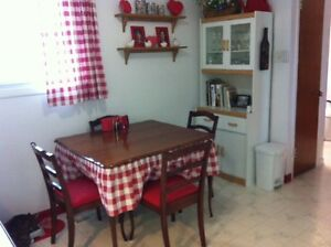 OLD Solid Wood Kitchen Table, 4 Chairs (red upholstered)