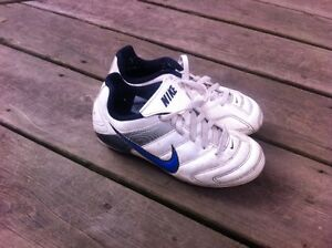 Child's Nike Soccer cleats sz 12