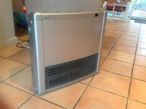 Rinnai Capella 18 Plus NG heater with remote Engadine Sutherland Area Preview