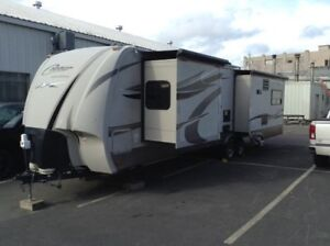BEAUTIFUL 2011 COUGAR HIGH COUNTRY 32FT TRAILER  FOR SALE!!