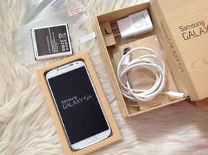 Samsung GALAXY S4 Phone MINT Condition- EXTRAS + 2 BATTERIES