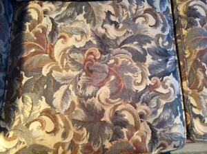Decor Rest Couch Windsor Region Ontario image 2