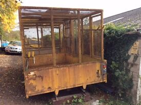 Caged tipping body with bin lifting