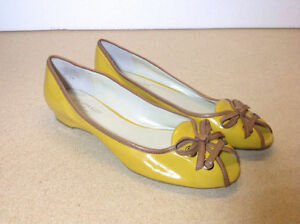 **NEW** Yellow patent leather Anne Klein open toe flat shoes
