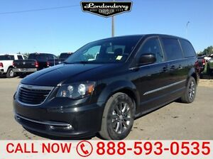 2015 Chrysler Town & Country S STOW&GO Navigation (GPS),  Rear D