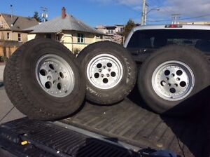 5 jeep tires.