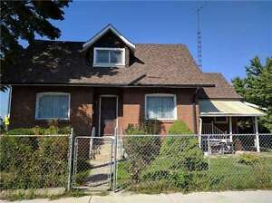 5 Bedrooms 2 Kitchens Detached House West Toronto