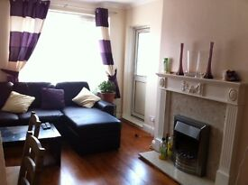 A modern FULLY FURNISHED THREE BEDROOMS apartment, City Centre just off Board Street