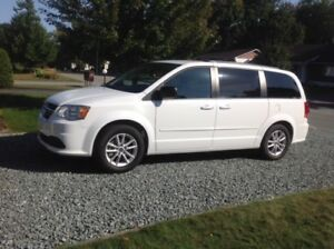 DODGE GRAND CARAVAN SXT STOW'N GO 2015 IMPECCABLE