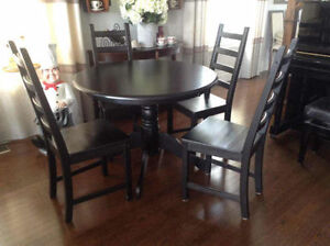 """39"""" round table with 4 chairs, Solid Wood, Excellent Condition"""