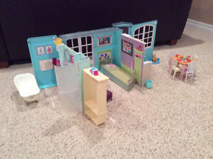 Barbie home plus many accessories