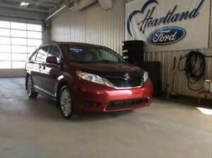 2014 Toyota Sienna LE- LOW KMS, AWD, 7 PASSENGER