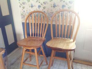 4 Oak swivel bar stools