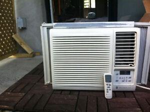 Climatiseur Friedrich 12 000 BTU avec télécommande à vendre