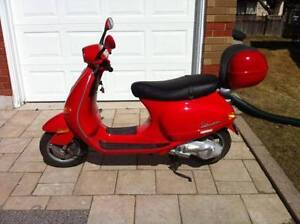 2005 Vespa ET4 150 cc $1,800 End of riding season price