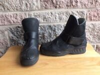 Ladies motorcycle boots & gloves