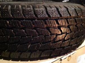 1 pneus d'hiver 185/70 r14 toyo observe go 2 plus.   55$