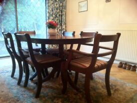 Mahogany dining room table and 6x chair set