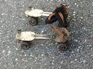 Vintage pair of DOMINION SKATE Co. metal roller skates !